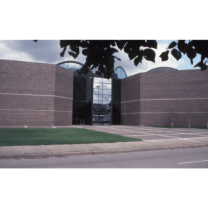 A photograph of the side of the Fort Wayne Museum of Art from 1983, before the outdoor sculptures were in place.