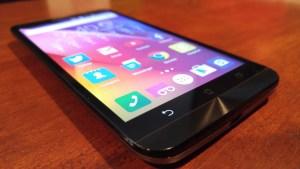 Asus ZenFone 2 display
