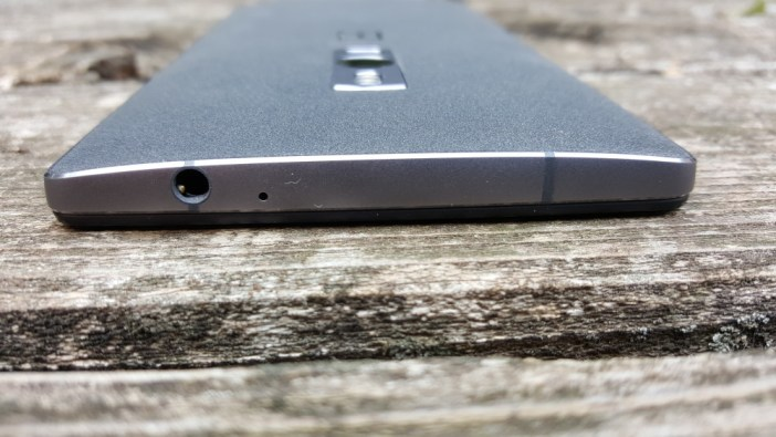 OnePlus 2 top of device