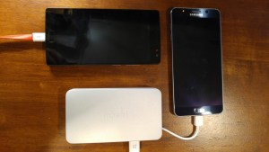 Moshi-IonBank-5K-charging-1024x576