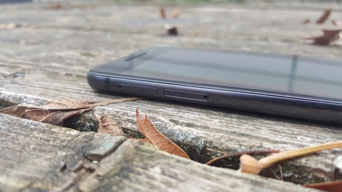 HTC One A9 slots