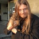 Peter träffar på söt hundvalp i Herrljunga