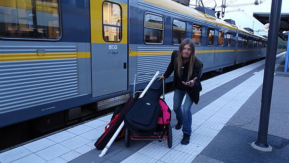 Tillbaka i Uddevalla efter 12 timmar lång resa med sammanlagt fem bussturer och tre tågbyten som jag hann avverka under dagen under min turné runt Sverige. Foto: Privat