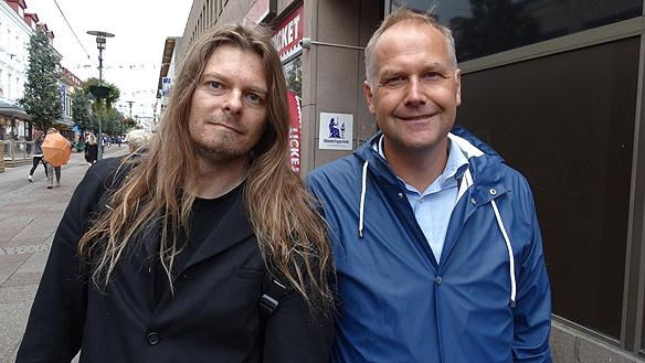 Peter Ahlborg och Jonas Sjöstedt efter torgmötet i Uddevalla. Foto: Privat