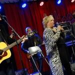 Kikki Danielsson uppträder på Kulturkalaset