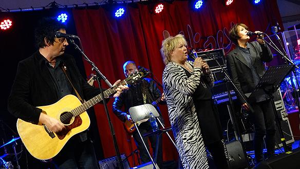 Än kan den gamla sångerskan Kikki Danielsson framföra sina låtar med bravur, till många   beundrares lycka! Foto: Peter Ahlborg