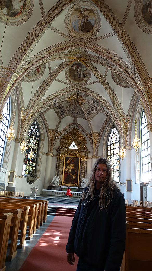 Peter Ahlborg besöker St:a Clara kyrka i Stockholm. Foto: Privat