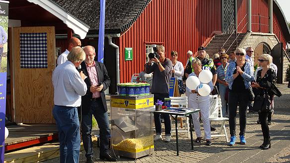 Stefan Attefall håller tal i Lidköping på Torget. Foto: Peter Ahlborg