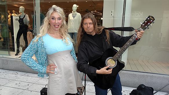 Gunilla Olander köpte en skiva av Peter för att ge i present till sin dotter. Foto: Privat