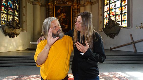 """Peter Ahlborg och Torbjörn """"Tobbe"""" som tidigare i sitt liv ägnat sig åt brott och knark - men när Jesus kom in i Tobbes liv slutade han genom ett trollslag med droger och brott. Idag har Tobbe vigt sitt liv åt Jesus och bjuder på kaffe och smörgåsar på Sergels Torg och besöker S:ta Clara kyrka så ofta han kan. Foto: Privat"""