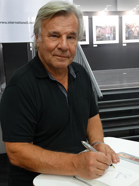 Jan Guillou gick ner på knä inför Björn Ranelid och bad om ursäkt för allt dumt han skrivit, förklarar Björn Ranelid i programmet Medierna som sändes i Sveriges Radio P1 den 4 oktober 2014. Foto: Peter Ahlborg