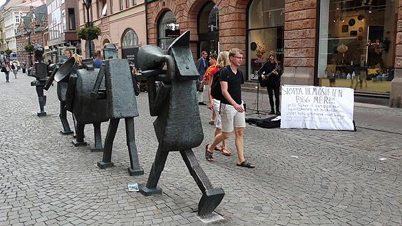 Allt fler Malmöbor blir hemlösa för att deras enda problem är att det  saknas lägenheter, rapporterar Sveriges Radio.