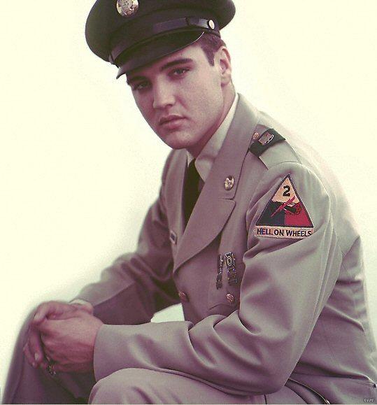 Elvis Presley ryckte in i det militära i Tyskland 1958.