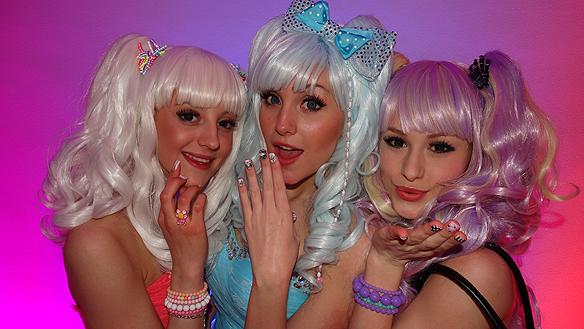 """Dolly Style blir många barns favorit. Låten """"Hello Hi"""" ligger inte bra till hos många journalister, men de har glömt bort alla unga och barn som kommer älska låten. Trion har stil som Yohio hade för ett par år sedan. Vi får se hur långt de går. Foto: Peter Ahlborg"""