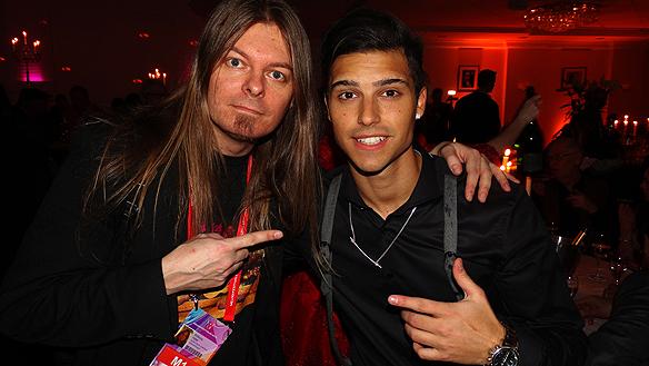 Peter Ahlborg tillsammans med vinnaren Eric Saade under efterfesten.
