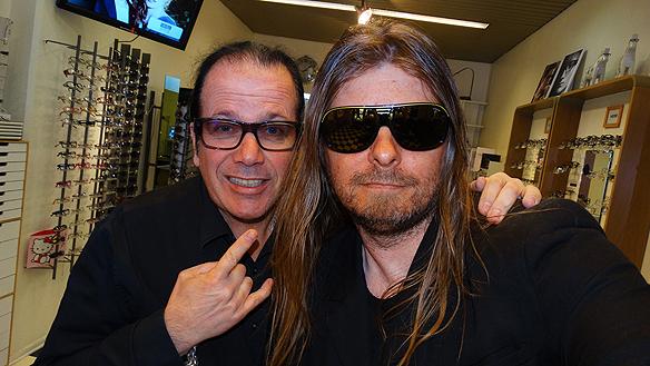 """Peter Hansson och Peter Ahlborg tar en """"selfie"""". Det var många musik-anekdoter som berättades under deras möte. Foto: Peter Ahlborg"""