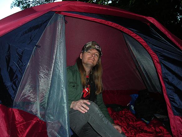 Peter Ahlborg som själv var hemlös under flera år menar att ordet   semester bara är en en dröm för att försöka överleva som hemlös och   orka med den långa vägen till eget boende. Här syns Peter Ahlborg på   Lisebergs camping i september 2008 Foto: Josefine Ahlborg