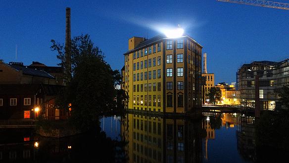Den kända byggnaden Strykjärnet kan du se i Industrilandskapet i Norrköping. Foto: Peter Ahlborg