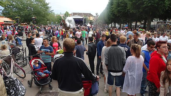 Rekordpublik på Fallens Dagar under 2015. Denna dag fredagen den 17 juli var det massor av människor som besökte Fallens dagar i Trollhättan. Foto: Peter Ahlborg