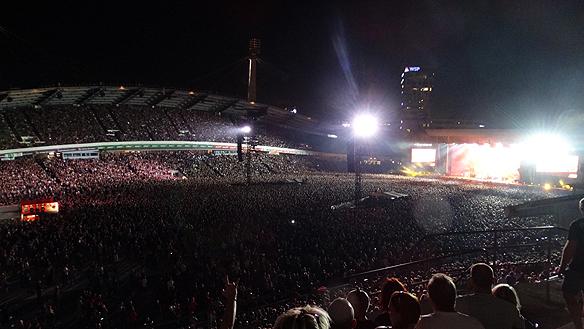 Wow vilken publik. Aldrig tidigare har så många hårdrockare samlats på ett och samma ställe tidigar i Norden. 63 000 hårdrocksfan dök upp till konserten med Metallica i Ullevi den 22 augusti 2015. Foto: Peter Ahlborg