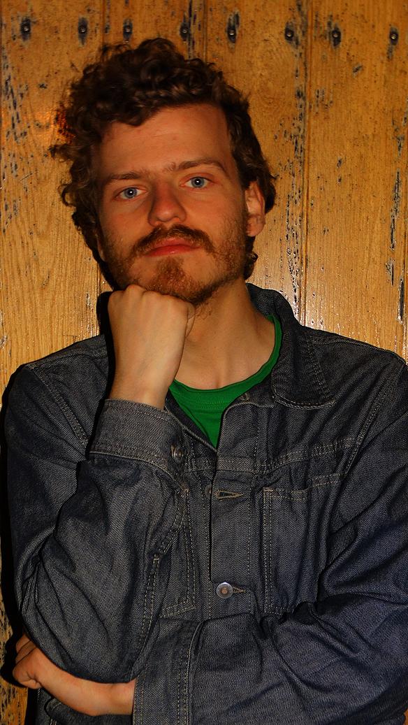 Jag och min vän Charlie brukar fotografera varandra. Här blir Charlie Källberg dokumentarad av Peter Ahlborg en varm sommarkväll i Göteborgs hamn den 4 augusti   2015. Foto: Peter Ahlborg