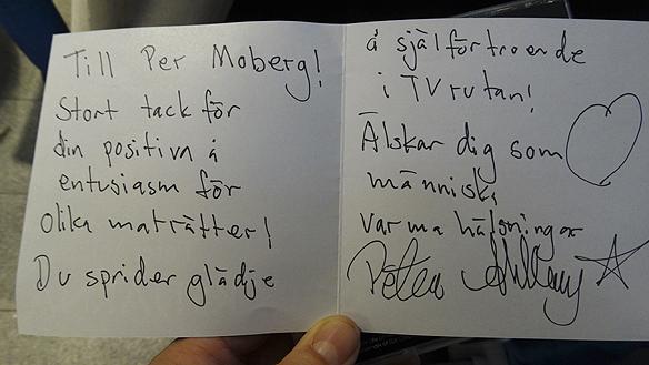 """Peter Ahlborgs brev till Per Morberg som han skrev i samband som han lämnade över sin nya singel """"Rockstjärna"""" under Pers skivsignering i Göteborg. - Det är mänskligt att fela. Ser att jag stavat fel till Per Morberg på brevet säger, Peter. Det betyder bara att jag är mänsklig! Foto: Peter Ahlborg"""