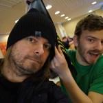 Peter Ahlborg följer med kompisen Charlie Källberg på bowling i mästarens Mats Karlssons bowlinghall