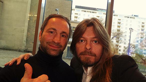 Peter Ahlborg träffar Paulo Roberto och ger honom beröm för sin viljestyrka att lyckas i livet - både som boxare och numera som framgångsrik entreprenör under Nyföretagardagen på stadsbiblioteket i Göteborg den 17 november 2015. Foto: Peter Ahlborg.