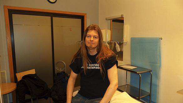 Peter Ahlborg har precis tagit årets influensaspruta på Axess vårdcentral i Göteborg den 18 december 2015.