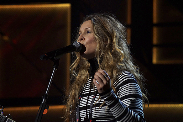 Pernilla Andersson har en känslosam lugn låt som hon uppträder med i Melodifestivalen 2016 i Göteborg. Foto: Peter Ahlborg