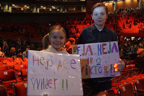 Många glada fans ville hylla Ace Wilder efter hon gått vidare till final efter framträdandet i Scandinavium. Foto:Peter Ahlborg