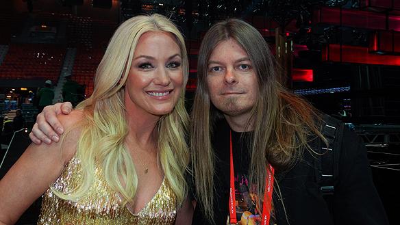 Peter Ahlborg och Jessica Andersson tillsammans efter hon gått direkt till finalen i Stockholm från deltävlingen från Göteborg i Melodifestivalen 2015.