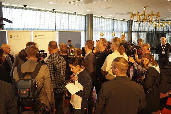 Stort pressuppbåd när Stefan Löfven håller en pressträff i Göteborg 1 maj 2016 på biografen Draken. Peter Ahlborg bevakar tillställningen. Foto: Peter Ahlborg
