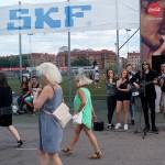 Peter Ahlborg spelar på gatan inför Bruce Springsteen-konsert