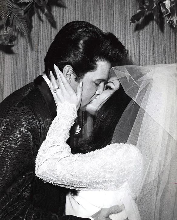 Priscilla var gift med Elvis Presley under sex år från 1967 till 1973. Den 12 maj 2017 besöker hon Malmö Arena. Där får du höra Elvis största hits och några överraskningar. Elvis breda repertoar består av låtar – från rock och gospel till country och ballader.