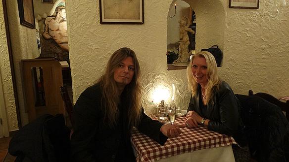 Det blev många besök på finkrogarna och lyxrestaurangerna i Stockholm under tiden tillsammans med Carina. Här väntar Peter Ahlborg och Carina Ekman på att maten ska serveras på lyxrestaurangen Michelango i Stockholm i Gamla stan.