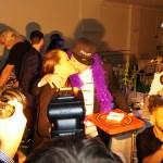 Video – Se när Nano får en segerkyss av sin sambo på Mellos efterfest i Göteborg