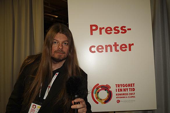 Peter Ahlborg framför Socialdemokraternas presscenter under partiets kongress som håller på mellan 8-11 april i Göteborg på Svenska mässan.