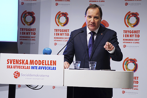 """Stefan Löfven höll ett känslosamt tal under Socialdemokraternas partikongress. Talet präglades av stolthet över sina landsmän – men även en hårdare ton basunerades ut mot brottslingar. """"Gängledare ska inte sitta i lyxbilar, de ska sitta i fängelse"""", sa statsminister Stefan Löfven."""