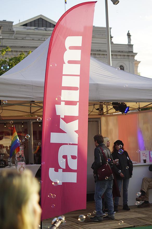 Faktum gör reklam för sig under West Pride. Foto: Peter Ahlborg