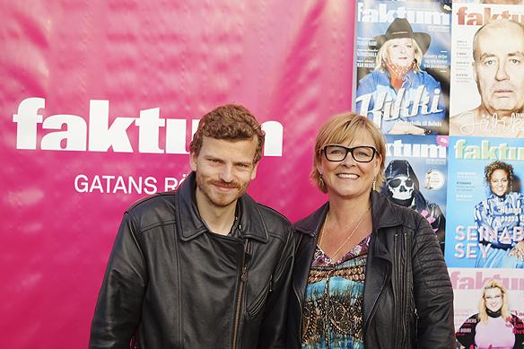 Charlie Källberg tillsammans med Faktums chefredaktör Sarah Britz. Foto: Peter Ahlborg