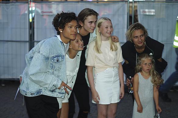 Här träffar FO&O medlemmarna några lyckliga fans efter konserten i Borås. Foto: Peter Ahlborg