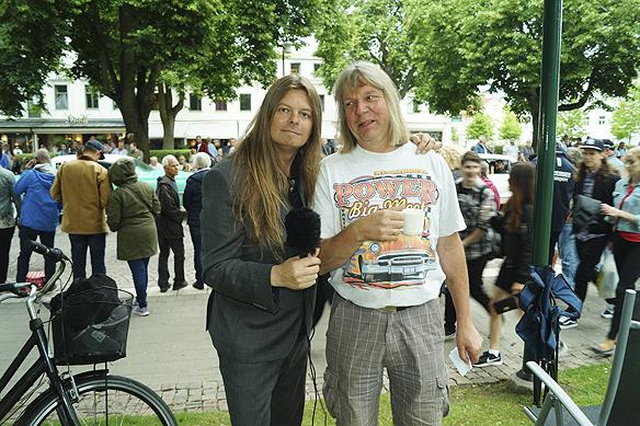 Peter Ahlborg träffar bilentusiasten Arne, på Power Mig Meet, som i år firar 40-års jubileum. Runt 20 000 bilar och 80 000 människor förväntas besöka arrangemanget i Lidköping