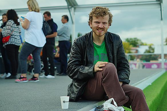 Charlie tar en fika mellan hoppen i den spännande finalen i Longines som hölls på i Göteborg den 27 augusti 2017. Foto: Peter Ahlborg