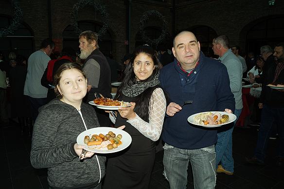 Många människor tar del av den goda maten som serverades på Clarion Post julbord för Faktum och deras anhöriga 17 december 2017. Foto: Peter Ahlborg