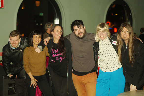 Några av de glade gästerna som besökte Faktum release på Pustervik. Foto. Privat