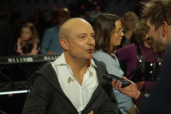 Jonas Gardell tävlar i Melodifestivalen i Göteborg 10 februari. Inför uppladdningen säger han: Jag har bestämt mig för att när jag är här ska jag dels ha roligt och inte vara stroppig. Jag har haft strålande dagar, och blir mycket förvånad om mitt bidrag går vidare, säger Jonas Gardell.
