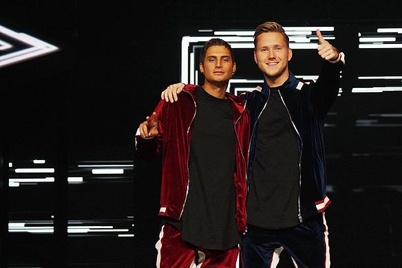 De populära killarna Samir & Viktor som är aktuella nu i den kommande finalen i Melodifestivalen i Stockholm den 10 mars 2018, ska försöka slå ett världsrekord genom att göra 11 spelningar i 11 städer på tre dagar. Foto: Peter Ahlborg