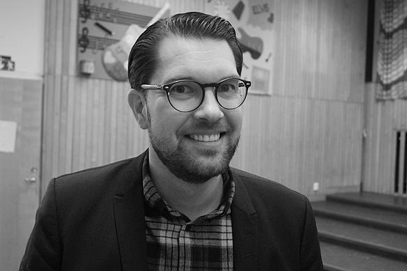 """Jimmie Åkesson uttalar sig om hemlösheten och de segregerade områdena. Han sa bland annat: """" Grunden är ju att förstå varför de här områdena uppstår. Varför har vi ett Sverige idag där människor lever i mer eller mindre parallella samhällen. Kollar man in Rosengård i Malmö, så har man ibland en segregation ner på kvarters nivå, med olika folkgrupper. Det finns ingen kvick fiks på det. Det handlar om att långsiktigt börja återbygga ett sammanhållet Sverige"""". Foto: Peter Ahlborg"""
