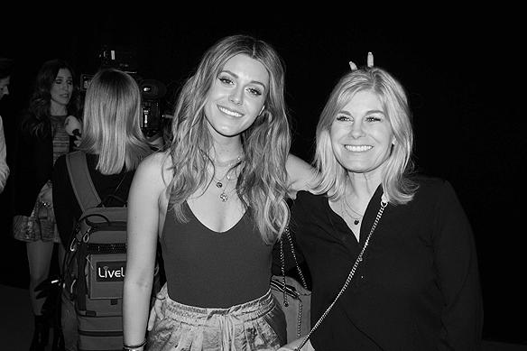 Bianca Ingrosso och mamma Pernilla Wahlgren kom tillsammans till efterfesten och var lyckliga över att familjemedlemmen Benjamin Ingrosso strax innan hade vunnit Melodifestivalen 2018. Foto: Peter Ahlborg